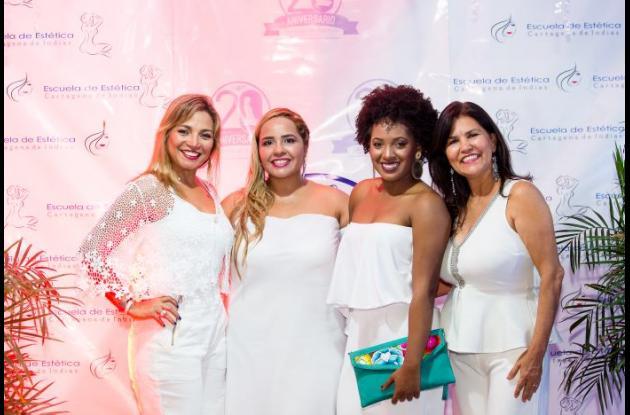 Mónica Ropaín, Victoria Coronado de Camacho, Carolina Cardales y Jenny Bielostozky.