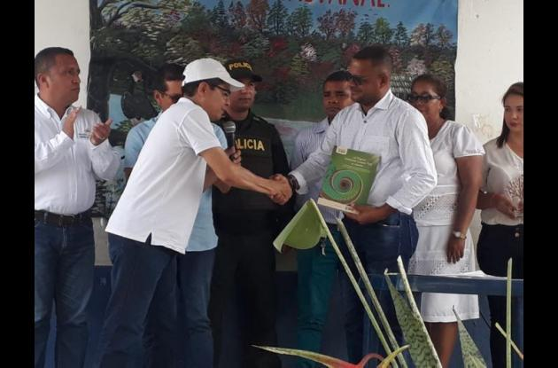 Rector recibe premio