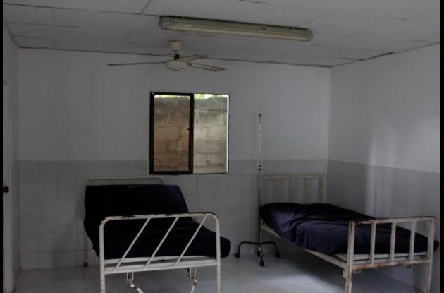Mal estado de instalaciones del puesto de salud en San Cristóbal.