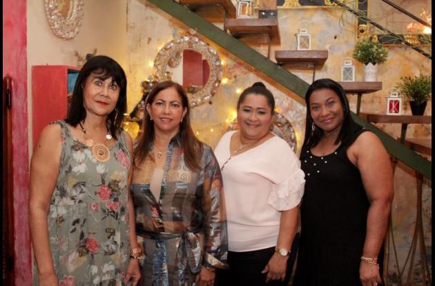 Rosa Acosta, Paulina Jiménez, Zamara Ortiz y berta Bolaños.