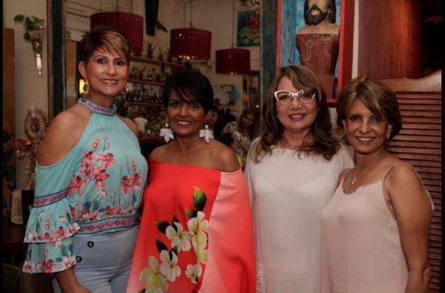 Vera Movilla; la cumplimentada, Nuryan Hossaín; Rosario Chang y Sady De La Ossa.