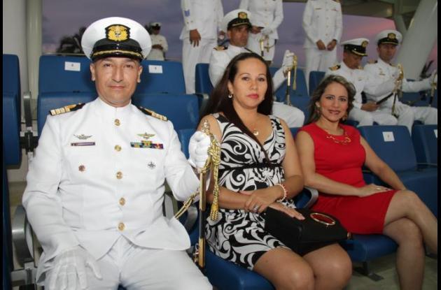Capitán de Navío Leonardo Medina, Sandra Veladia y Hellen Gómez.
