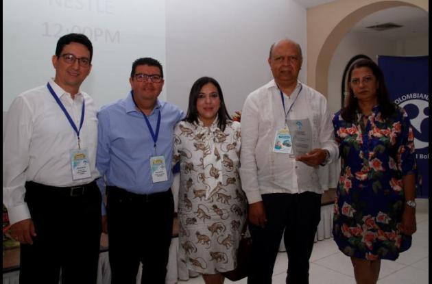 Denny Romero, Edwin Valencia, Dora Pizarro; el Presidente de la Sociedad de Pediatría Regional Bolívar, Jaime Morales; y Mayito de Morales.
