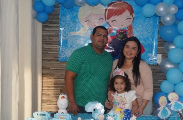 Frank Pacheco; la cumplimentada, Emma Sofía Pacheco Lora; y Sady Sofía Lora.