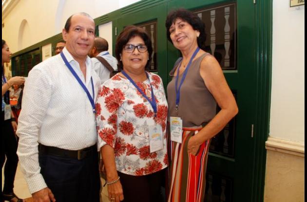 Evergisto Alcalá, Conchita Guardo y Betty Salvador.