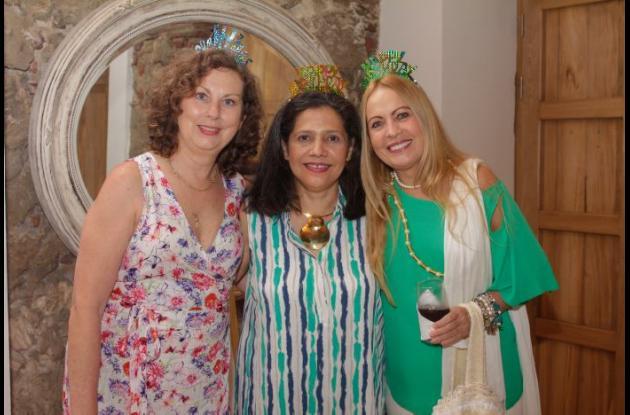 Isabelita Piñeres, Soraya Betancourt y Myriam de Lourdes.
