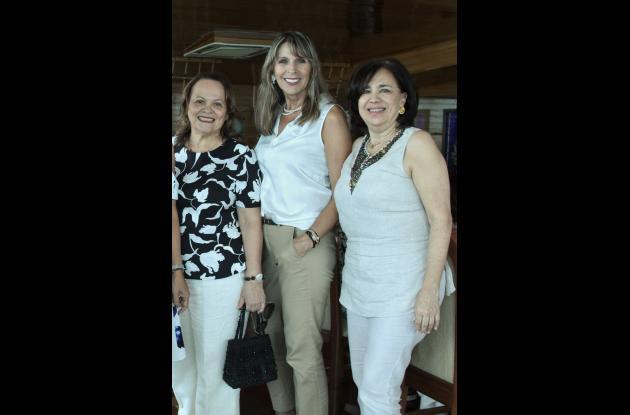 Maruja Castillejo, Katia Tamayo y Zamira de Camacho.