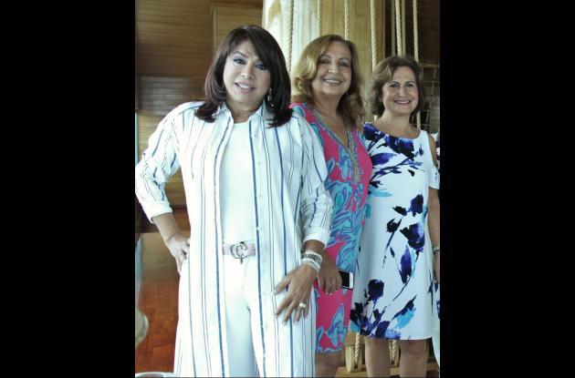 Mayra Rodríguez, Martha Bustillo y Yolanda de Elías.