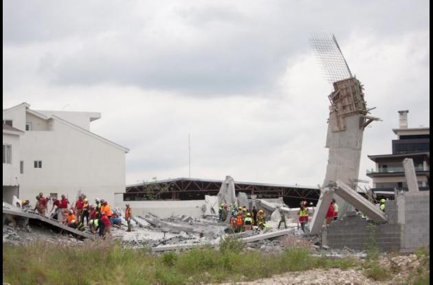 Mueren 7 por derrumbe en Monterrey