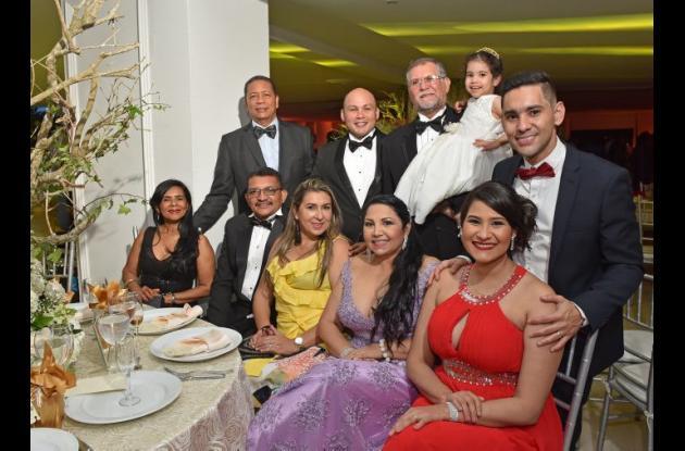 De pie: Fernando González, Hernando González, Carlos Puerta y Valentina Puerta; sentados: Nancy Bonfante, Edwin Pájaro, Janeth Vásquez, Carmen Márquez, Andrea González.