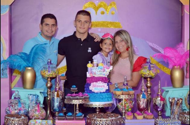 Rafael Vergara (padre), Rafael Vergara; la cumplimentada, Valentina Vergara;y Angélica Chaves.