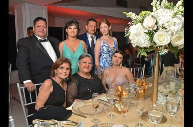 De pie: Roberto Carlos Agudelo Pérez, Erika María Escobar Daza, Mauricio Forero Linares y Alessandra Giménez; sentados: Helen Aduen Bray, Tania Haiek y Yuliana Ruiz.