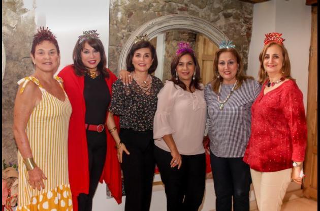 Vicky Espinosa, Mayra Rodríguez, Hilda Cruz, Martha Barrios, Janeth Gaines y Yougna Stefan.