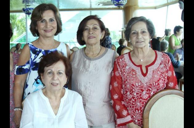 Yolanda de Elías, Olga Salvadores, Luci García y sentada: Marina Bustillo de Arrázola, la cumplimentada.