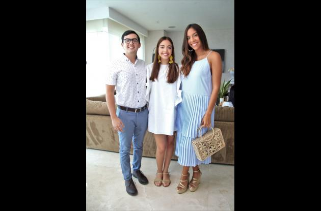 Mario Giraldo, Juliana Rapaín Castillo y Jessica Rapaín Castillo.