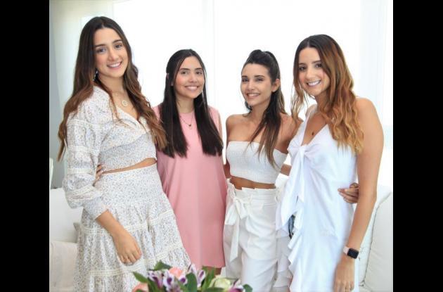 Melissa Castillo, Daniela Castillo, Natalia Castillo y Laura Castillo.