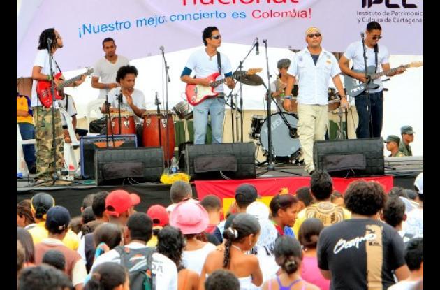 El grupo Mekánica en su intervención en la Plaza de la Aduana.