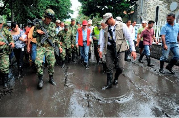 Juan Manuel Santos y organismos de socorro por invierno