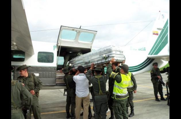 Cadáveres de policías muertos por emboscada en Tumaco