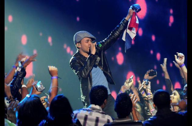 Prince Royce arrasa en los Premios Juventud