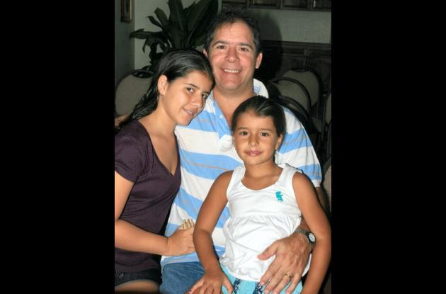 Jorge Ibañez con sus hijas María Alejandra y María Catalina.