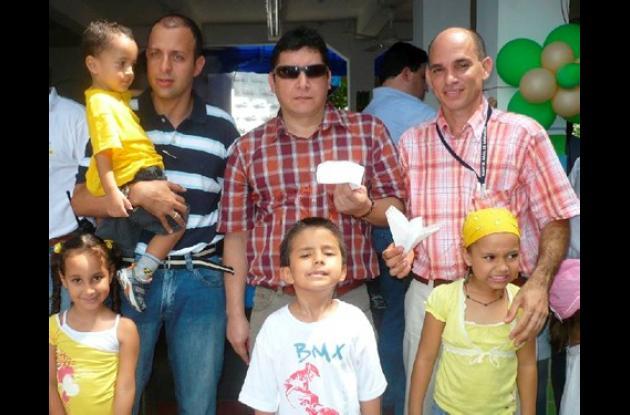 Fabián Morales sus hijos Gabriela y Santiago, Alvaro Nuñez y su hijo Julian, Omar Yamal y su hija Maria Paula Yamal.