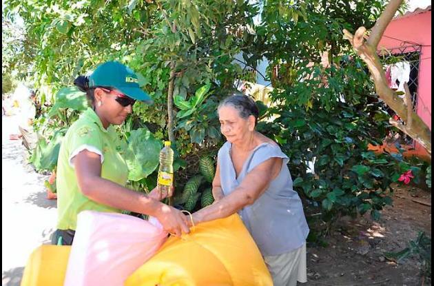 Entrega de ayudas humanitarias en el Pozón.