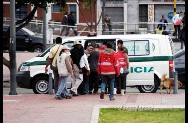 La presuntamente niña violada fue llevado del parque Tercer Milenio a la Fiscalía General de la Nación para tomarle declaración.