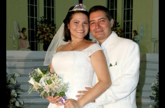 Lissette Lugo Trujillo y Manuel Antonio Ochoa Montes,   contrajeron matrimonio  en la Iglesia Santa Cruz de Manga.