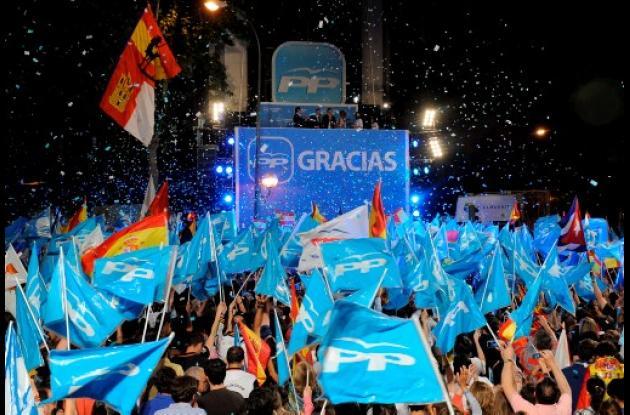 simpatizantes del PP se reunieron en torno a la sede del Partido en Madrid