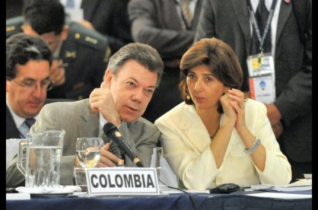 Juan Manuel Santos y María Ángela Holguín