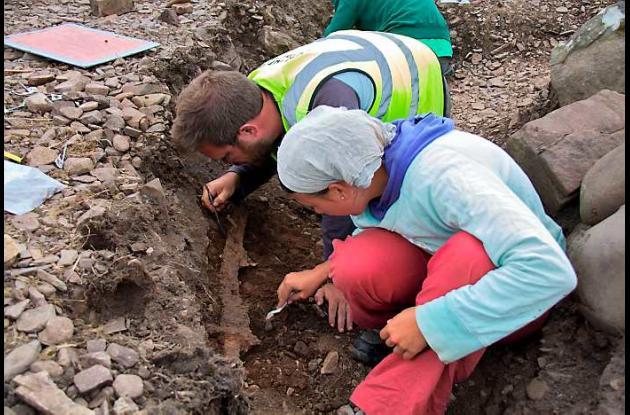 Arqueólogos trabajando.