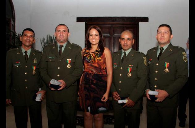 Alcaldesa Pinedo condecoró a equipo de seguridad