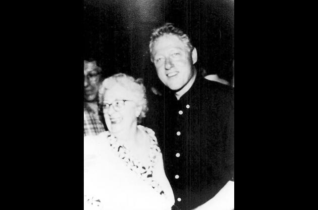 La fundadora de la Fototeca, Dorothy de Espinosa y Bill Clinton.