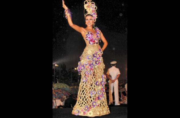 Reinas colombianas en trajes artesanales