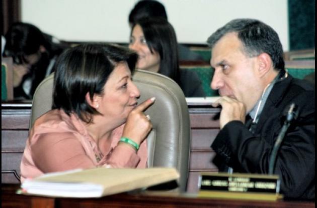 La senadora Gilma Jiménez, en compañía del senador Roy Barreras