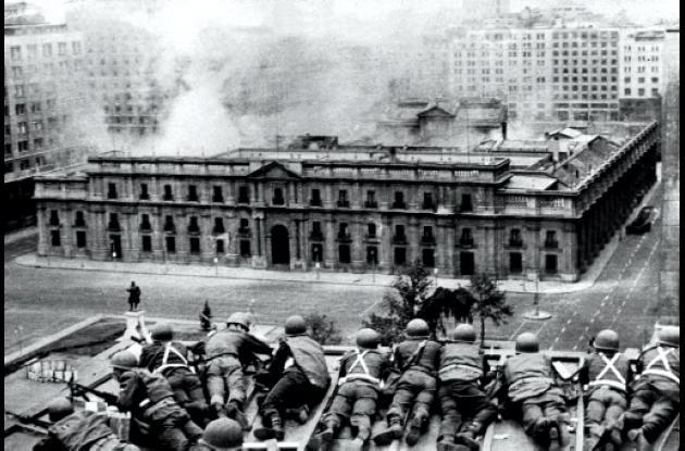 Las Fuerzas Armadas rodeando el Palacio de la Moneda