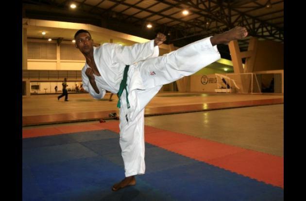 Tony Amarís tiene un enorme potencial en el karate do. Sus 1,79 de estatura le dan una enorme ventaja en la división de los 66 kilogramos.