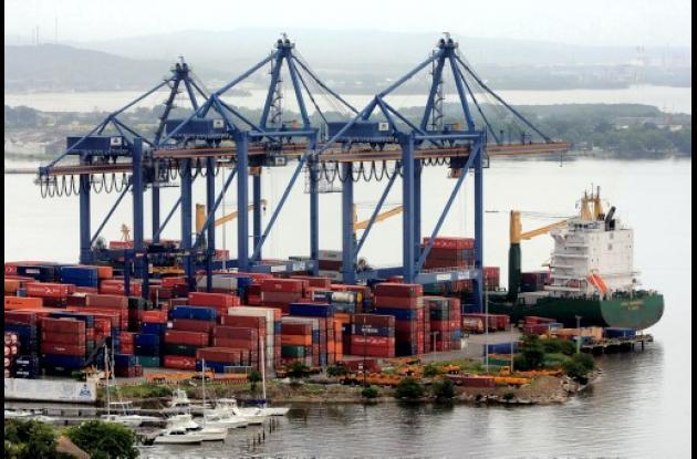 se discute necesidad de mejorar la infraestructura portuaria.
