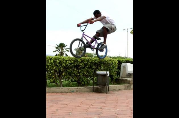 El estilo Street es el que más practican los amantes de la BMX en Cartagena.