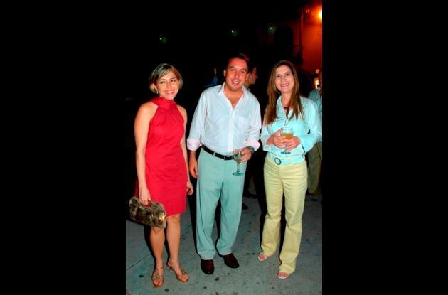 Patricia Salgar, Emilio Azcárraga presidente de Televisa y Julia Gutiérrez de Piñeres.