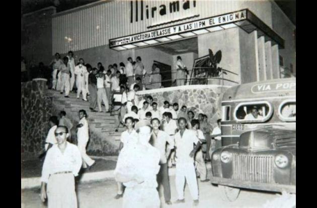 Nostalgia de los viejos teatros cerrados.