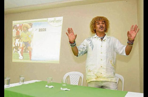 El Pibe Valderrama en una charla en Cartagena.