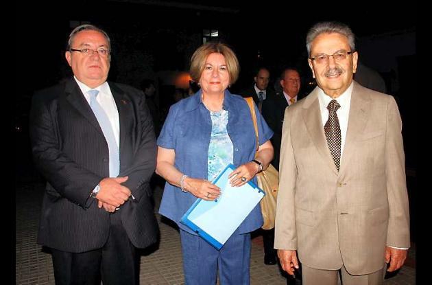 Honoris causa a la alcaldesa y secretario de Educación