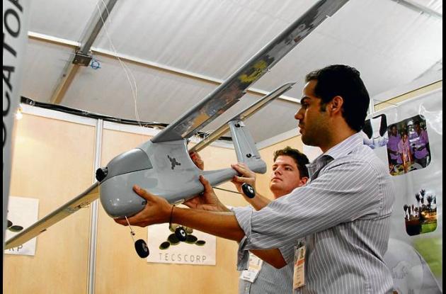 Sergio Beltrán y José Ramírez muestran sus aviones inteligentes