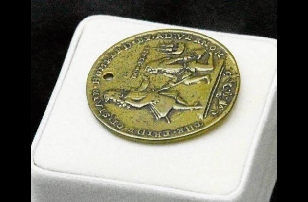 Moneda que circuló en Londres en los días en que entró Vernon a Cartagena