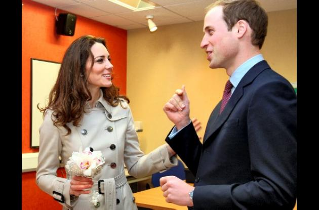 príncipe Guillermo con su novia Kate Middleton.