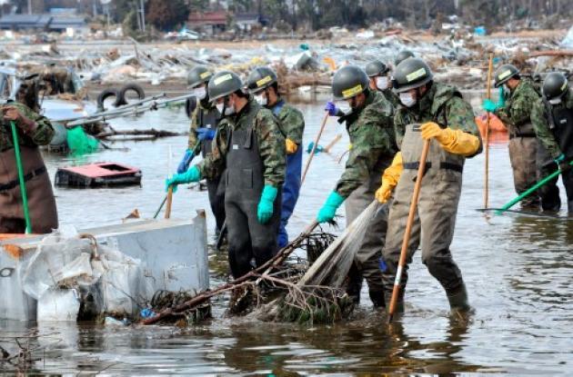 Miembros Defensa Civil en Japón