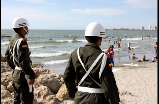 La Policía Nacional dispuso vigilancia especial para las playas y balnearios de la ciudad con el fin de garantizar la seguridad de los bañistas.