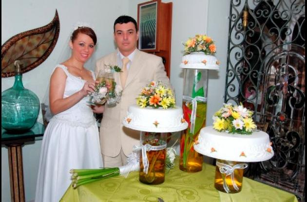 En ceremonia religiosa oficiada en la Iglesia del Pie de la Popa contrajeron matrimonio Michael Eduardo Galvis y Diana Duque. Posteriormente fue ofrecida una recepción en el restaurante De Oliva.